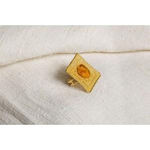 Anello longobardo in merletto con ambra
