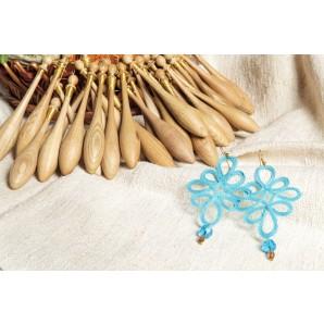 Orecchini colorati in merletto e pietre dure