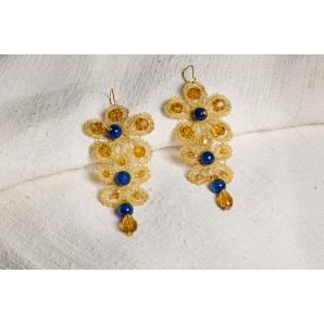 Orecchini margherita ambra e blu in merletto