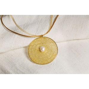 Ciondolo falera in merletto con perla barocca