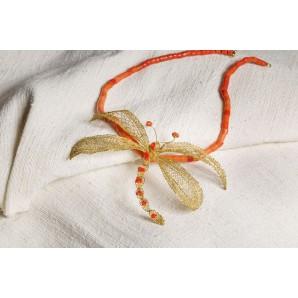 Ciondolo libellula in merletto con corallo