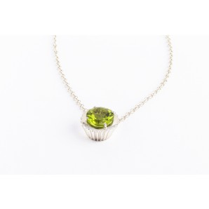 Cupcake Necklace in silver and white gold with peridot