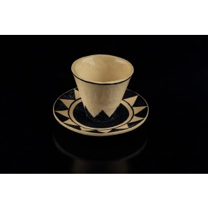 Coffee cup in crackle refractory clay with geometrical motif