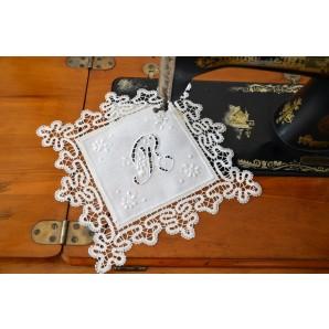 Square doily with bobbin lace