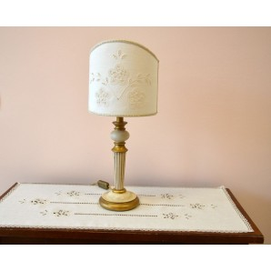 Rectangular entranceway doily with table lamp decorated with bobbin lace