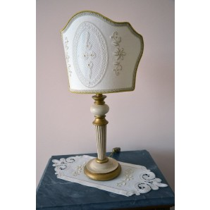 Doily with tips and table lamp decorated with bobbin lace